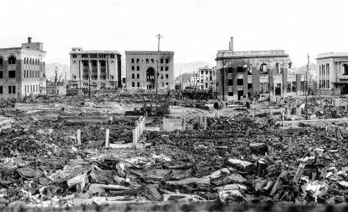 Muere el capitán Van Kirk, último superviviente de la tripulación que tiró la bomba atómica en Hiroshima
