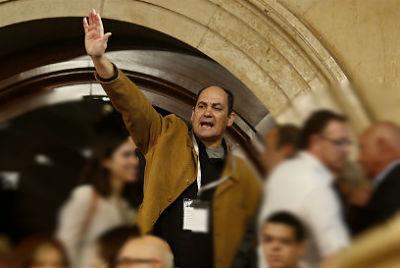 TVE omite el saludo fascista de uno de los expulsados del Parlament