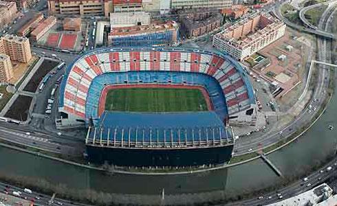 Una persona en estado crítico y varias más heridas en una pelea entre aficionados del Atlético de Madrid y del Depor
