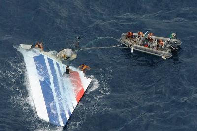 Indonesia dice que podría haber encontrado el avión de Air Asia, en la zona en la que aparecieron 7 cadáveres