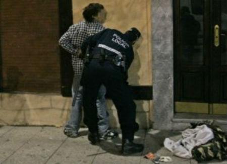 Detenido en Pi y Margall, por intentar apuñalar a una persona