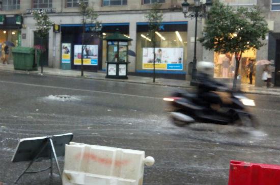 Ramas caídas, inundaciones y atascos, en Vigo en lo que va de jueves