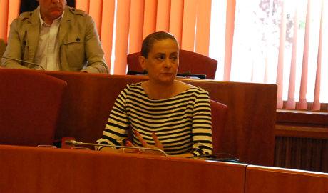 Carmela Silva anuncia denuncias contra as persoas que pedíron no Pleno que explicara o suposto enchufe dun familiar seu no Concello