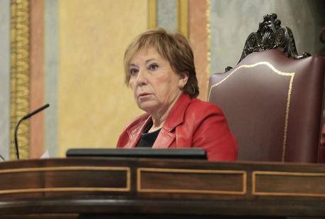 Desde el PP ven bien que Celia Villalobos juegue al Candy Crash mientras preside el Congreso