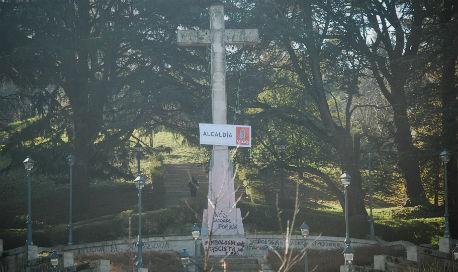 La Cruz de O Castro, inaugurada por Franco para exaltar el fascismo, no se tirará