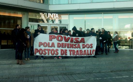 Trabajadores de Povisa protestan ante la Xunta por el ERE que les impone la dirección del policlínico