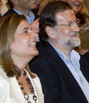 La ministra de Empleo y Seguridad Social, Fátima Báñez, y el presidente del Gobierno, Mariano Rajoy