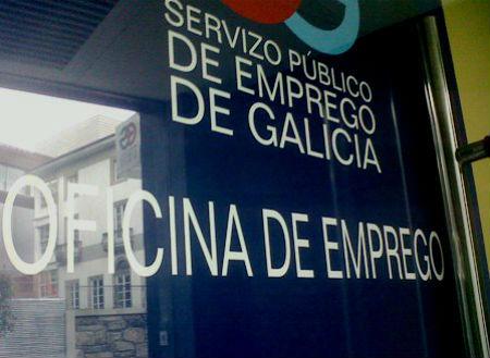 O número de persoas anotadas no paro en Galicia baixa en 1.453 e queda en 257.549