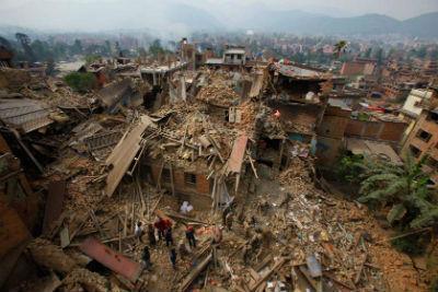 El jefe del Ejército de Nepal cree que el número de muertos causados por el terremoto pueden llegar a 15.000
