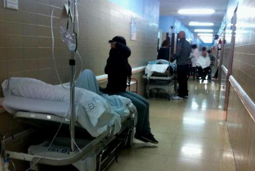 """Trabajadores sanitarios califican de """"desfachatez"""" que se cierren camas de hospital en Vigo, con 25.000 pacientes esperando una operación"""