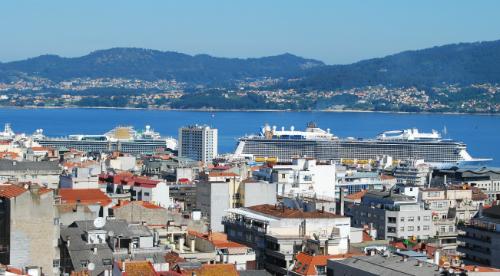 Tres trasatlánticos, este sábado en Vigo, por primera vez en este año