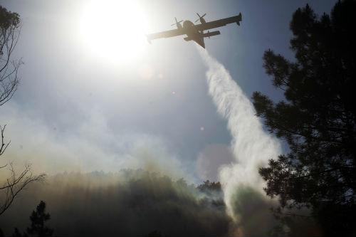 Incontrolado un incendio en Borborás, que arrasou xa máis de 80 hectáreas