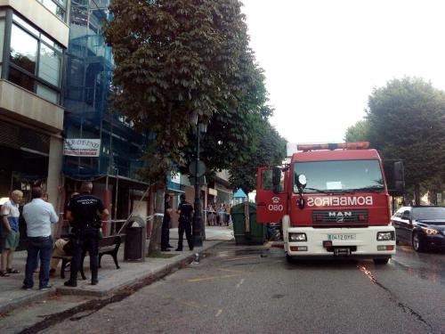 Los Bomberos sofocan un incendio, que no ha causado heridos, en un piso del número 118 de Gran Vía