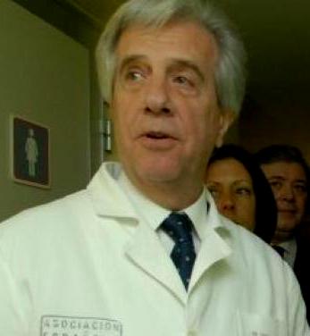 El doctor Tabaré, presidente de Uruguay, ayuda a salvar la vida de una niña de 14 años en pleno vuelo de Montevideo a París