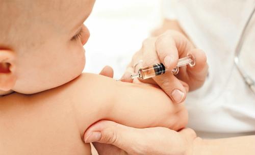Sanidade non ten vacinas pentavalentes para bebés de 4 meses e tampouco do tétanos para nenos de 6 anos