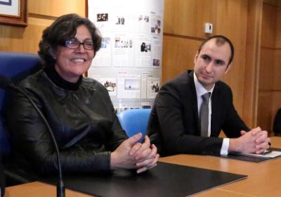 A alcaldesa do Porriño e o director de La Caixa
