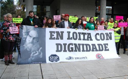 Manifestación delante del juzgado, durante los juicios, este lunes/Tresyuno Comunicación