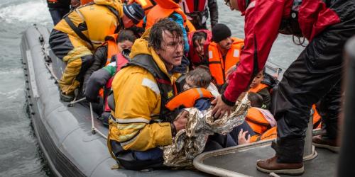 Además de no hacer nada por los #Refugiados, la UE pretende criminalizar a voluntarios y ONGs que ayudan a los inmigrantes
