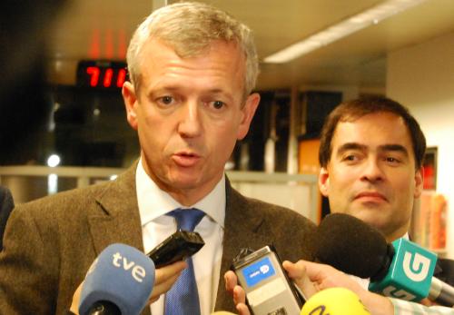 El vicepresidente del Gobierno de Galicia, Alfonso Rueda, responde a los periodistas/vigoalminuto.com