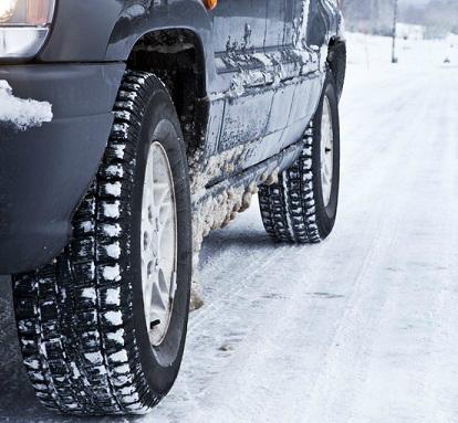 Problemas de circulación pola neve en estradas das provincias de Ourense e, sobre todo, Lugo