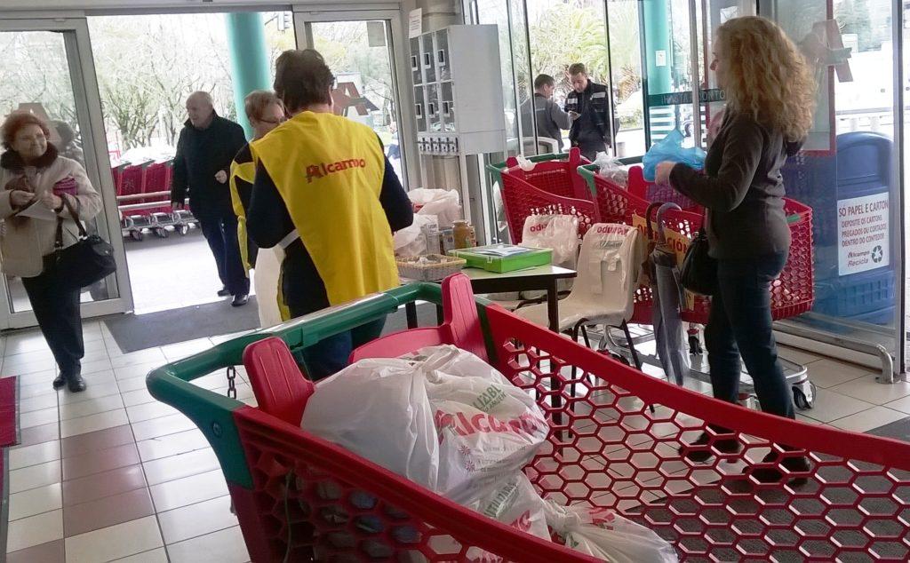 La solidaridad de los vigueses lleva 6.000 kilos de comida más al  @BcoAlimentosVgo