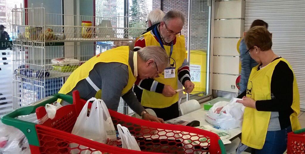 voluntarios en Operación Kilo Alcampo de Coia