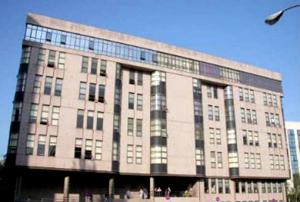 La Audiencia de Pontevedra absuelve a un avalista del pago de intereses de demora