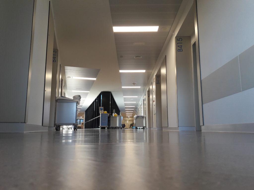"""El Cunqueiro tiene que abrir una docena de habitaciones cerradas durante el verano por el """"colapso"""" de Urgencias"""