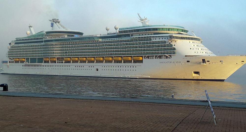 Atraca en vigo el navigator of the seas con - Puerto de vigo cruceros ...