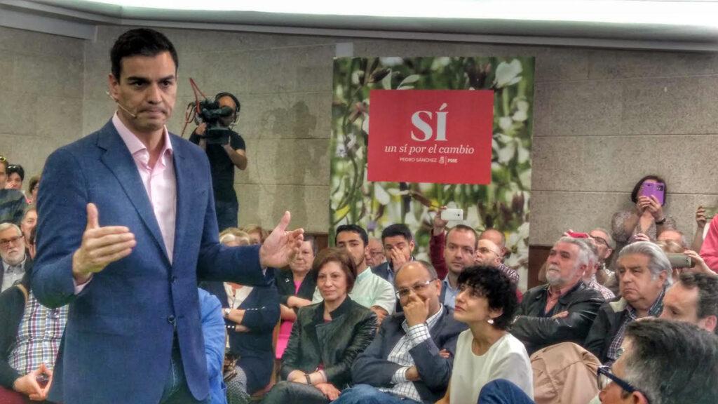 Pedro Sánchez no dimite, advierte de qué supondría hacer presidente a Rajoy y pide que hablen los militantes