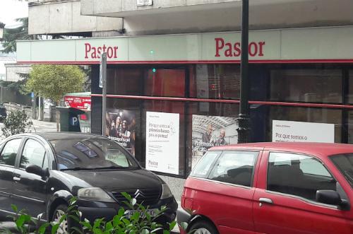 Siete oficinas del banco pastor y otras tres del banco for Oficinas banco pastor vigo
