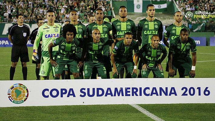 Al menos 25 muertos al estrellarse el avión en el que viajaba el equipo de fútbol brasileño Chapecoense