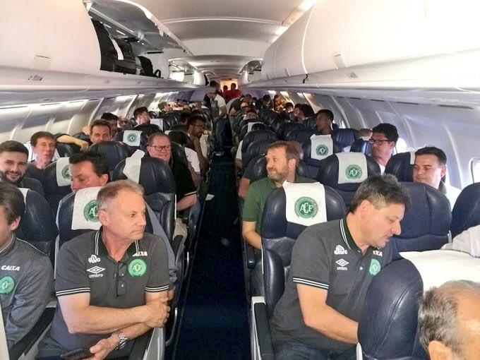 76 muertos y 5 supervivientes en el accidente de avión en el que viajaba el equipo de fútbol brasileño Chapecoense