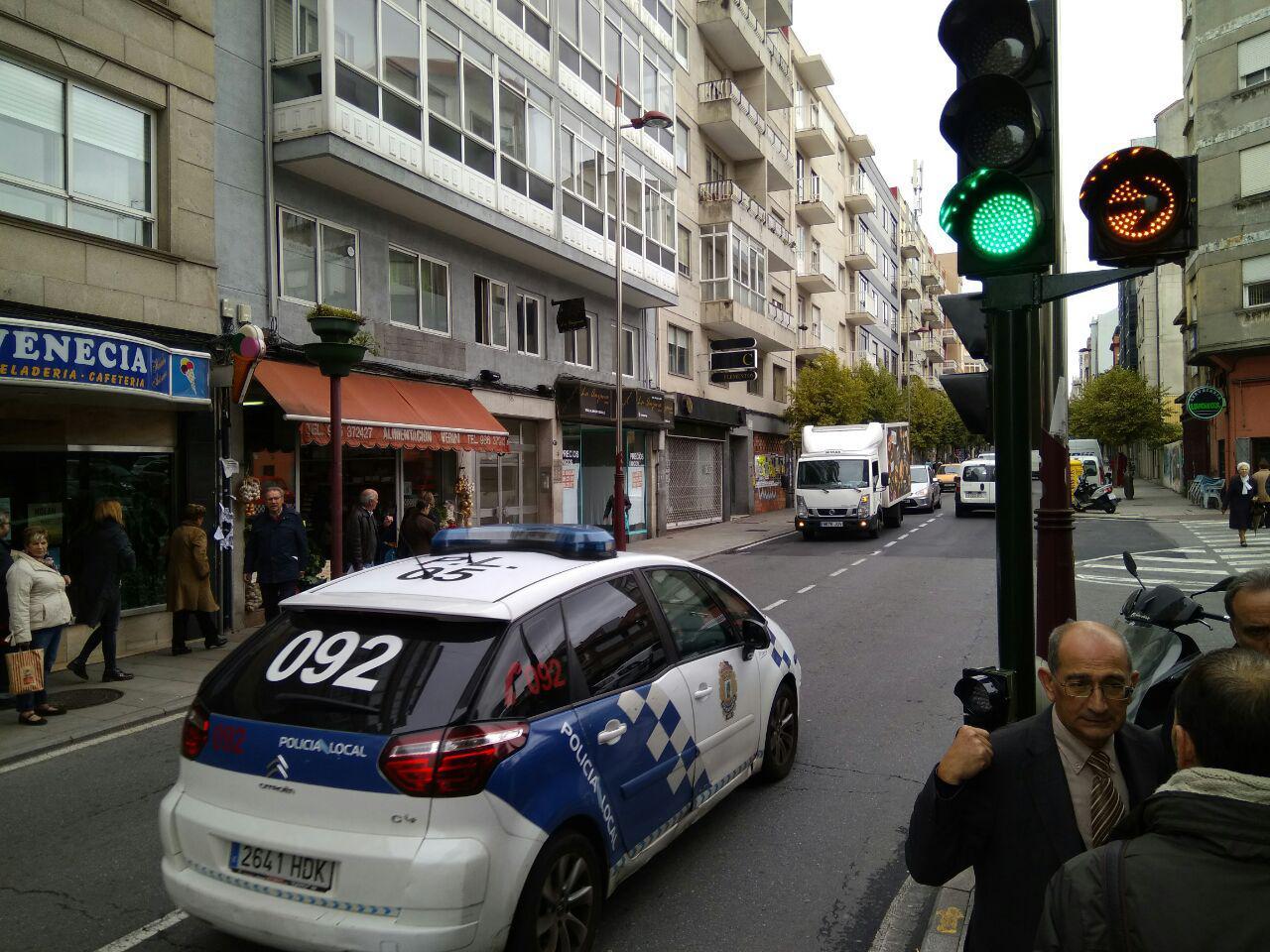 Seis nuevos sem foros regulan el tr fico en sanjurjo bad a for Oficina trafico vigo