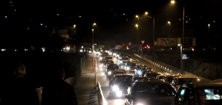 Denuncian, de novo, o caos de tráfico no Cunqueiro nas horas punta pola falla de máis zonas de aparcamento