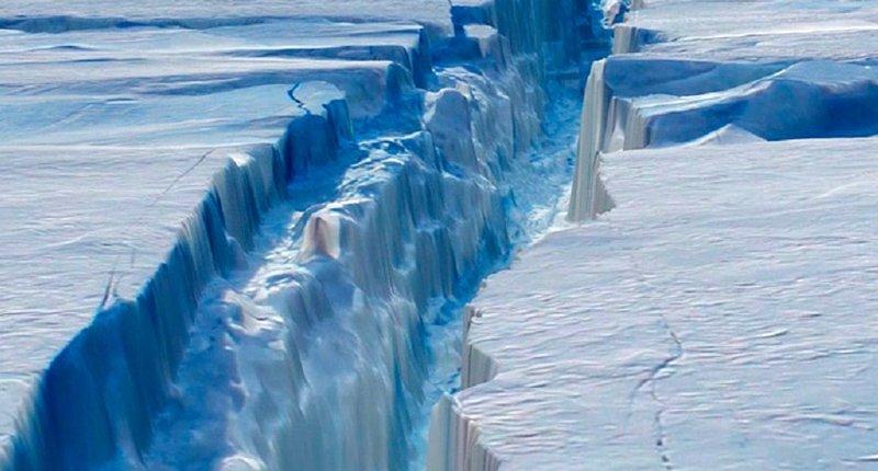 Un iceberg del tamaño de la provincia de Pontevedra, uno de los más grandes del mundo, a punto de desprenderse de la Antártida