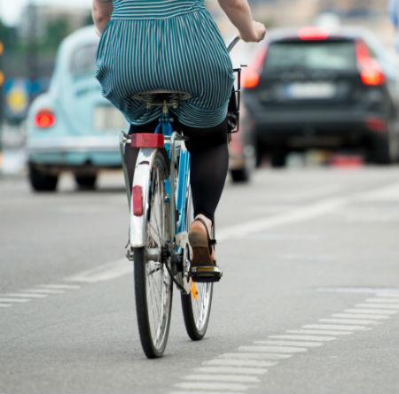 """El RACE propone que se extienda el carné por puntos a las bicicletas y los ciclistas dicen que eso es una """"bobada lamentable"""""""