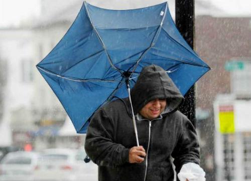 As provincias de A Coruña, Lugo e Pontevedra, en aviso amarelo por choiva, vento e ondas, este mércores