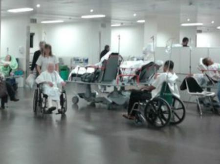 No hubo la aglomeración de personas que se esperaba este lunes en Urgencias del Cunqueiro, aunque sí más de 200 pacientes en algún momento