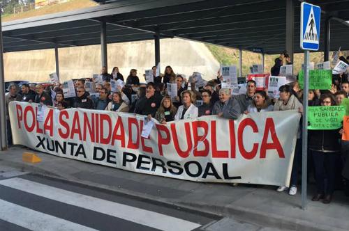 """Personal del Área Sanitaria de Vigo vuelve a concentrarse para denunciar """"recortes de personal y medios"""""""