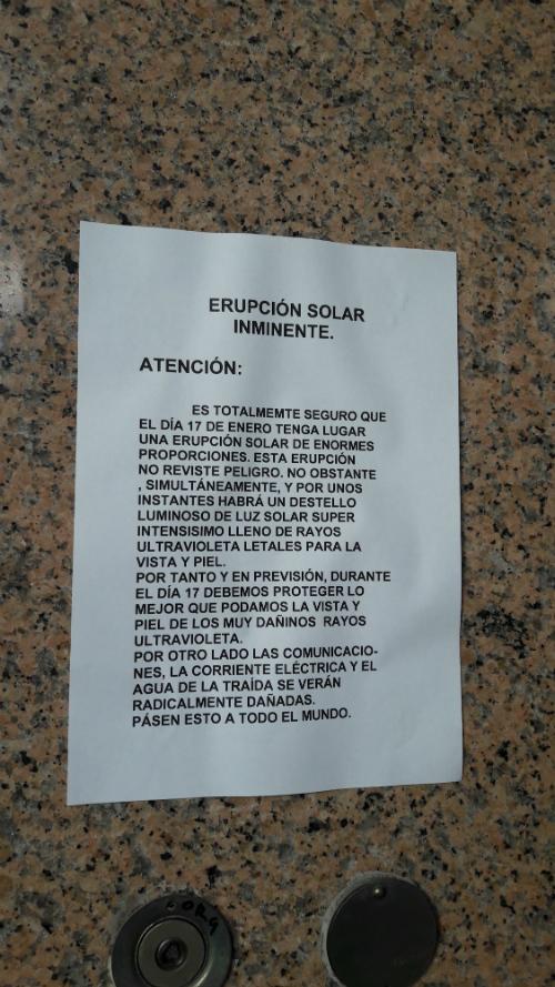 Colocan carteles en portales de Vigo alertando de una erupción solar que tendrá graves consecuencias
