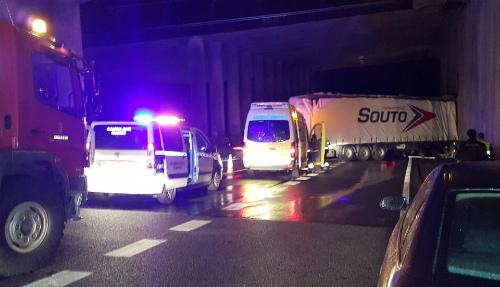 Un accidente entre la A-55 y la AP-9, a la altura de Puxeiros, causa retenciones en la Autopista