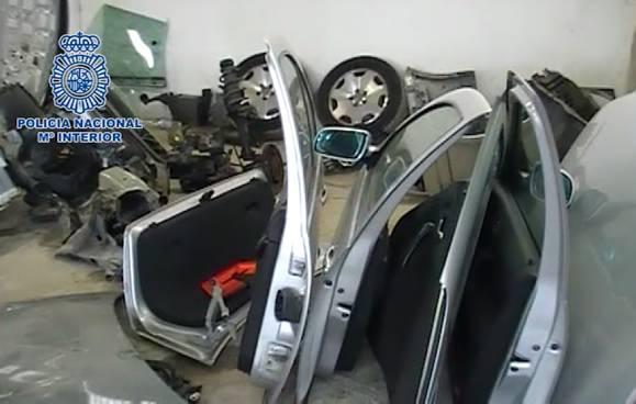 @policia recupera varios vehículos y piezas sustraídas en un taller de Vigo y en otro de Salvaterra