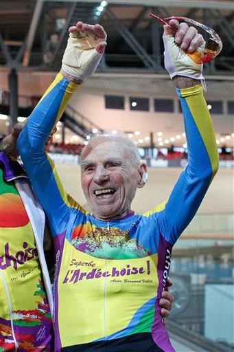 Robert Marchand, de 105 años, bate el récord de la hora en bicicleta cubriendo 22,547 kilómetros