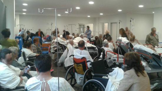 El Cunqueiro abre más camas y refuerza personal tras verse desbordadas las Urgencias con más de 400 pacientes