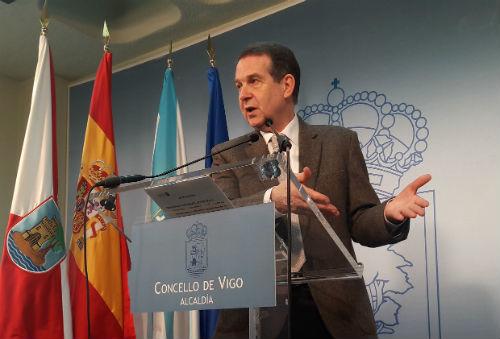 @PPdeVigo acusa al alcalde de que el Concello tenga 97 millones en el banco y @abelcaballero responde que es dinero para invertir