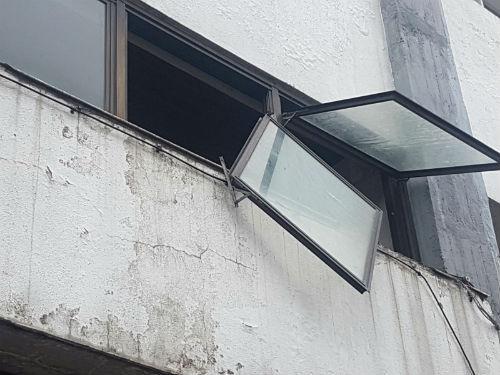 Decenas de problemas e incidentes en todo Vigo a causa del fuerte viento que ha soplado de madrugada