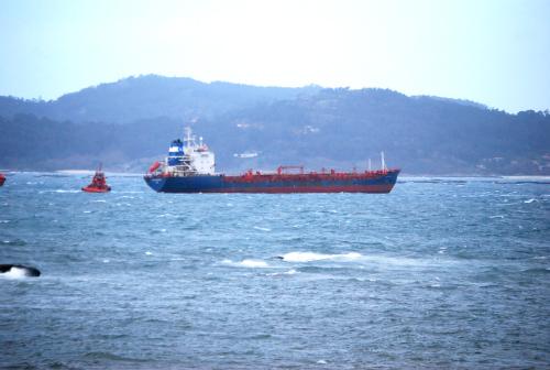 Remolcado a Vigo el 'Alster Stern' un quimiquero de 161 metros de eslora que quedó a la deriva a 70 millas de Ons
