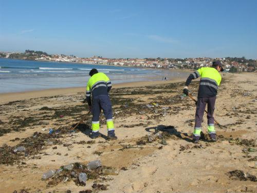 @ConcelloNigran retirará este venres os milleiros de botellas de plástico e lixo que deixou o temporal nas praias