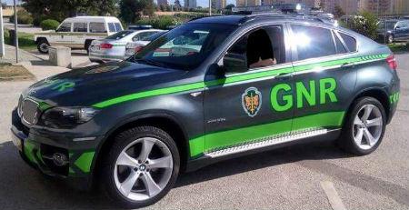 Arrestado un vecino de Vigo que se adentró en Portugal, escapando de la Policía, con 100 kilos de hachís en su coche